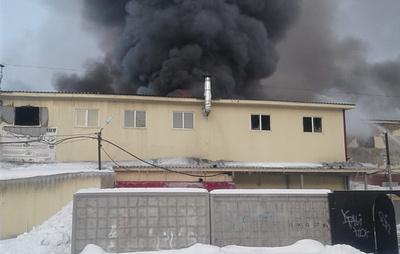 Торговый комплекс горит в Новосибирской области