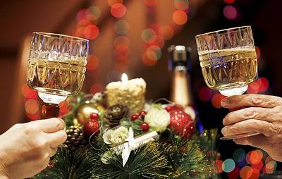 Опрос: свыше четверти россиян отказались от алкоголя на новогодних каникулах