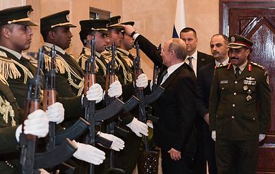 Путин поднял фуражку офицера почетного караула в Вифлееме