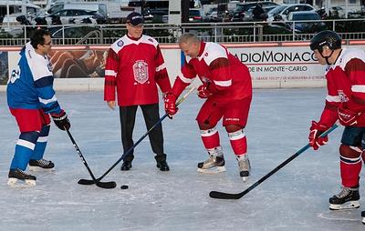 Вячеслав Фетисов и князь Альбер II приняли участие в хоккейном матче в Монако