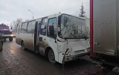 Пять человек пострадали в ДТП с автобусом в Свердловской области
