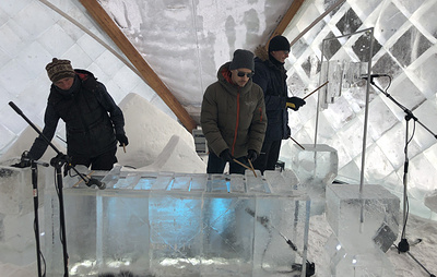 На берегу Байкала состоялся концерт с музыкальными инструментами изо льда