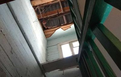 В подъезде жилого дома в Приангарье рухнул потолок