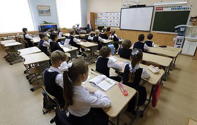 Власти Подмосковья не исключают возможность учебы школьников летом