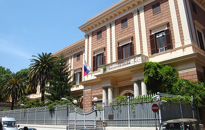 Посольство России направило протест La Stampa в связи с ее публикациями о помощи Италии