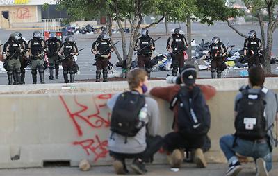 Полицейские в Миннеаполисе обстреляли съемочную группу Deutsche Welle