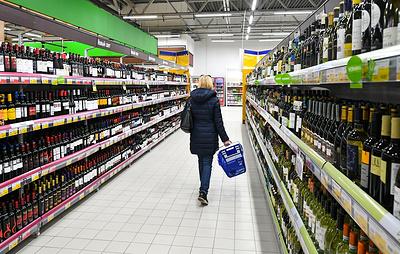 """""""Ведомости"""": россияне с апреля стали чаще покупать алкоголь в бутылках большого объема"""