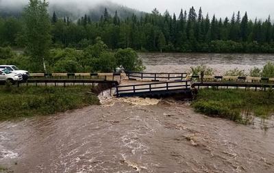 В Красноярском крае разрушились из-за дождей два автомобильных моста