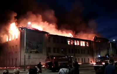 Площадь пожара в доме культуры в Гусь-Хрустальном увеличилась до 1,5 тыс. кв. м