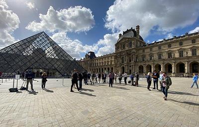Лувр вновь открылся для посетителей после карантина