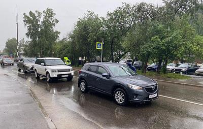 Движение транспорта под Красноярском, прерванное оползнем, восстановили по одной полосе