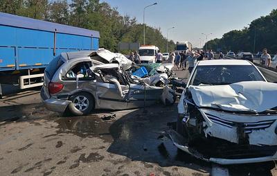 В ДТП под Ростовом-на-Дону один человек погиб и семеро пострадали