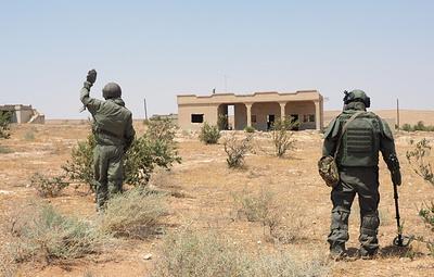 Российские и сирийские военные уничтожают пещеры боевиков в провинции Хама