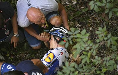 """Бельгийского велогонщика госпитализировали после падения с моста на """"Джиро ди Ломбардия"""""""