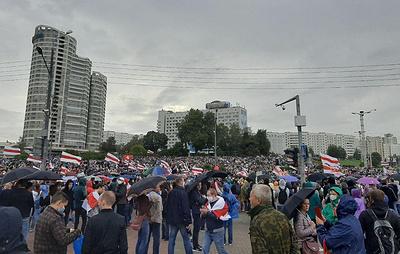"""На акции протеста возле стелы """"Минск - город-герой"""" собрались около 10 тыс. человек"""