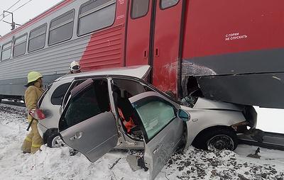 В Башкирии двое погибли при столкновении автомобиля с рельсовым автобусом на переезде