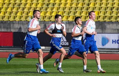 Девять футболистов сборной России начали подготовку к мартовским матчам на сборе в Сочи