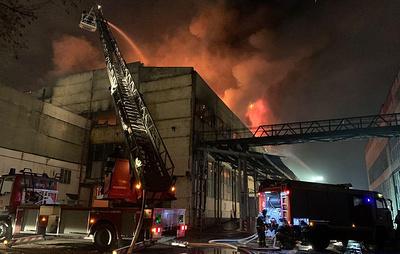 Кровля частично обрушилась на складе на юго-востоке Москвы из-за пожара