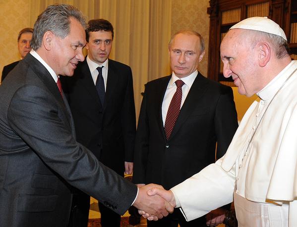 Министр обороны РФ Сергей Шойгу, президент России Владимир Путин и папа римский Франциск
