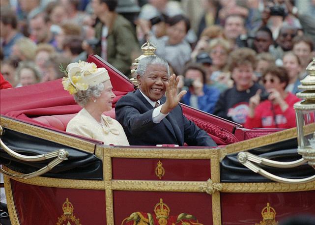 Елизавета II и Нельсон Мандела