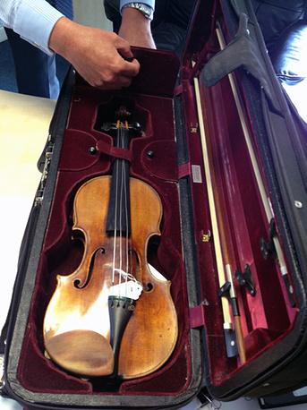 Британская полиция обнаружила украденную скрипку Антонио Страдивари и вернула владельцу