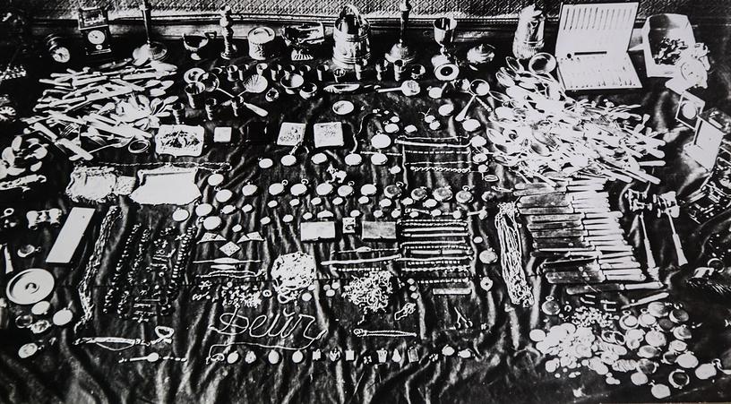 Вещи изъятые сотрудниками уголовного розыска у преступников в блокадном Ленинграде.