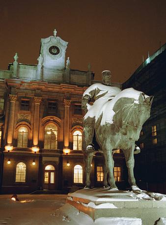 Памятник Александру III в Санкт-Петербурге, 2002 г.