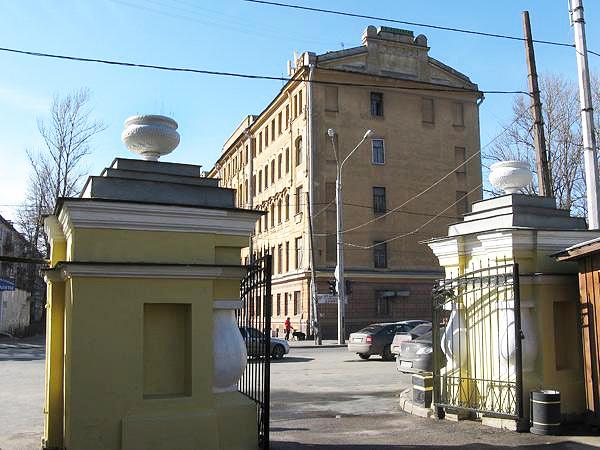 Дом призрения бедных имени С.П. Елисеева -  Дом призрения бедных духовного звания  при Большеохтинском кладбище