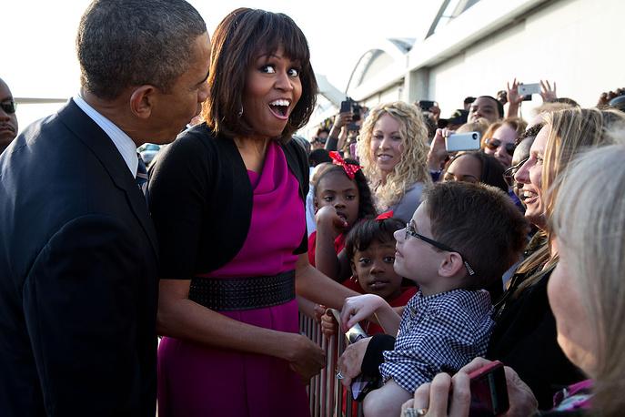 Помимо воспитания собственных дочерей, Мишель Обама активно принимает участие в общественных мероприятиях, посвященных детям.