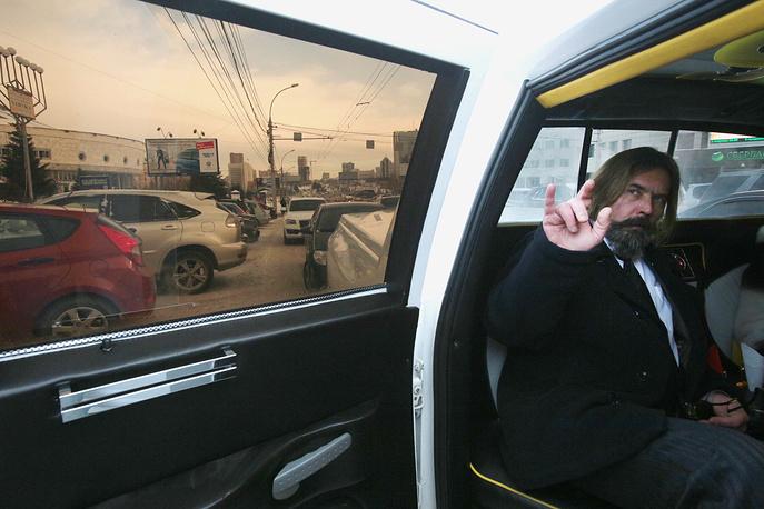 Сергей Троицкий после подачи заявления на регистрацию его кандидатом в мэры Новосибирска.