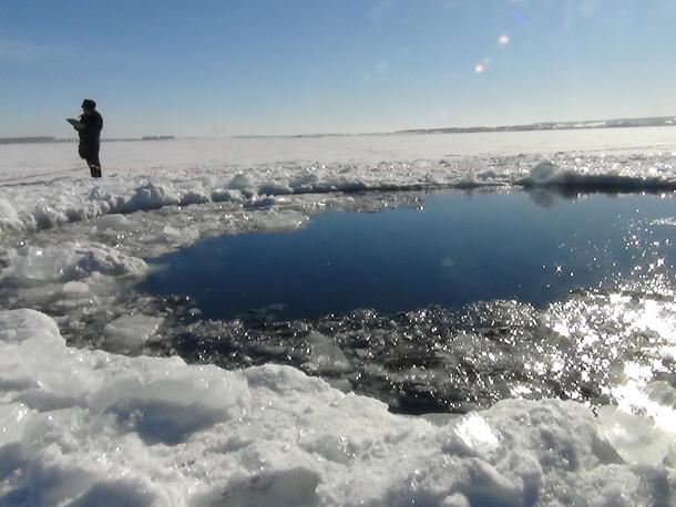 На месте падения осколков метеорита на озере Чебаркуль
