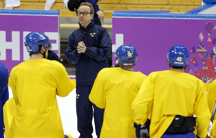 Тренер сборной Швеции по хоккею Пер Мортс