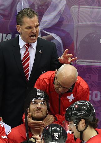 Шон Симпсон, Швейцария. В 2010 году произошло эпохальное событие европейского хоккея - Ральфа Крюгера, возглавлявшего сборную на протяжении 14 лет, сменил Шон Симпсон. Спустя три года канадец вывел команду в финал чемпионата мира, впервые с 1935 года
