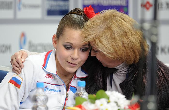 На своем первом международном турнире Сотникова победила на этапе юниорской серии Гран-при сезона-2010/11. В конце декабря 2010 года она стала двукратной чемпионкой страны, а в феврале 2011-го - чемпионкой мира среди юниоров