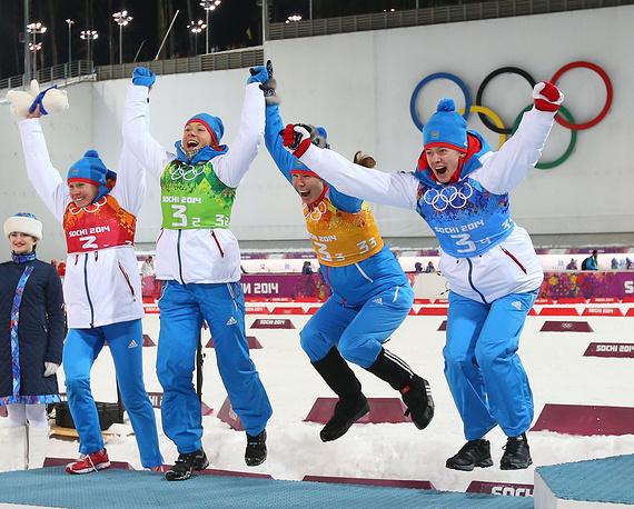 Женская сборная России по биатлону в составе Ольги Вилухиной, Ольги Зайцевей, Яны Романовой и Екатерины Шумиловой завоевала серебряную медаль в эстафете 4х6 км. Спортсменки преодолели дистанцию за 1 час 10 минут 28,9 секунды