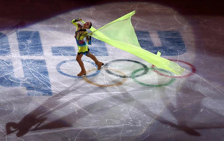Российская чемпионка Аделина Сотникова во время показательных выступлений фигуристов