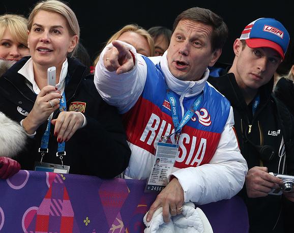 Президент Олимпийского комитета России Александр Жуков (второй справа) на соревнованиях по бобслею среди мужчин на XXII зимних Олимпийских играх