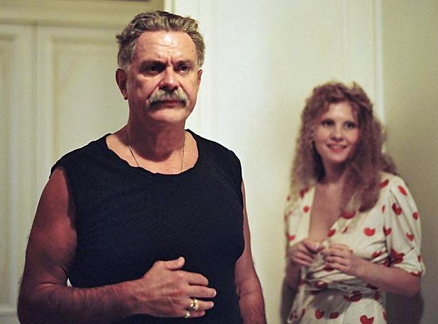 """Рената Литвинова и Никита Михалков в  сцене из фильма Алексея Балабанова  """"Мне не больно""""."""