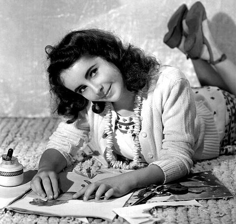 Элизабет Тейлор родилась 27 февраля 1932 года в семье американских актеров Фрэнсиса Ленна Тейлора и Сары Виолы Вомбродт
