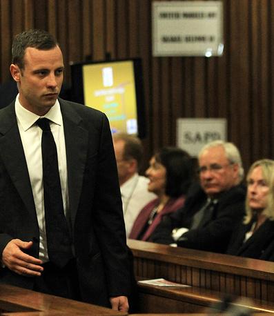 Спортсмен утверждает, что застрелил подругу случайно, приняв ее за проникшего в дом грабителя