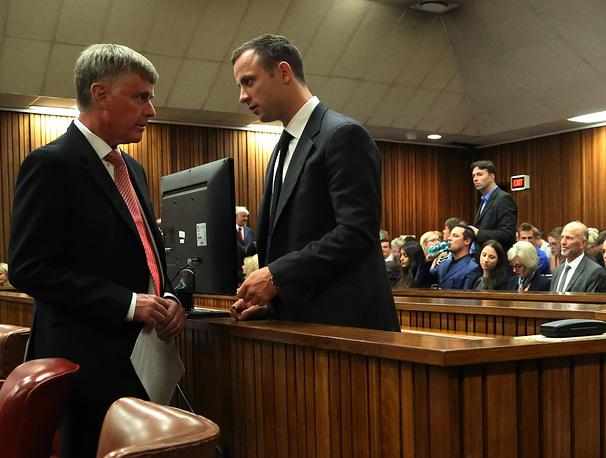 """На все обвинения Писториус отвечал: """"Не виновен"""". Он также отверг версию обвинения, что перед убийством у него была ссора с Стинкамп, после которой девушка спряталась в туалете"""