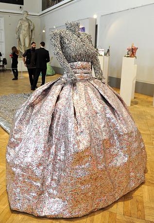 """Скульптура из алюминия """"Свадебное платье Грейс Келли"""""""