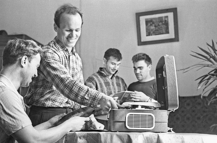 С 1950-х годов граммофоны и патефоны уступили место электрофонам