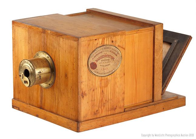 Дагерротипная камера Жиро 1839 года была продана за €732 тыс. на аукционе WestLicht в мае 2010 года