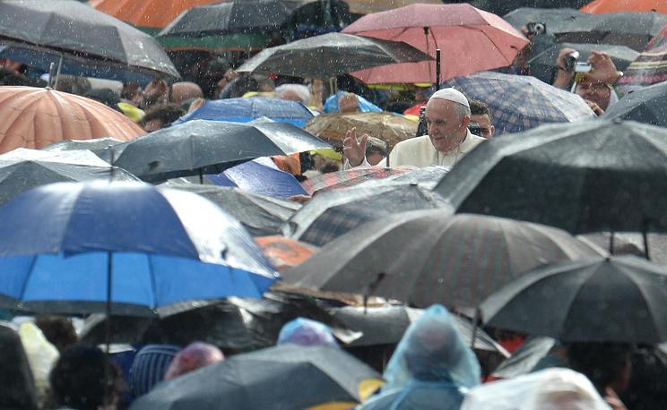 В центр своей пастырской доктрины папа Франциск поставил простого человека
