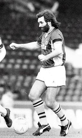 Североирландский футболист Джордж Бэст в 1984 году был приговорен к трем месяцам заключения за управление автомобилем в нетрезвом виде и нападение на полицейского
