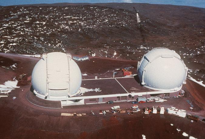 """6. Обсерватория Кека (W. M. Keck Observatory). Телескоп """"Кека"""" был создан по революционной технологии, увеличивающей мощность зеркал. Благодаря ему было открыто существование галактик на краю Вселенной, изучен механизм выброса гамма-излучений, а также открыты многочисленные планеты вокруг других звезд. Обсерватория Кека расположена на пике горы Мауна-Кеа, остров Гавайи, США"""