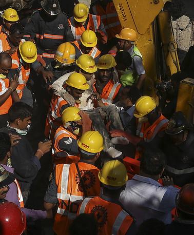 Спасатели продолжают разбор завалов и поиск выживших