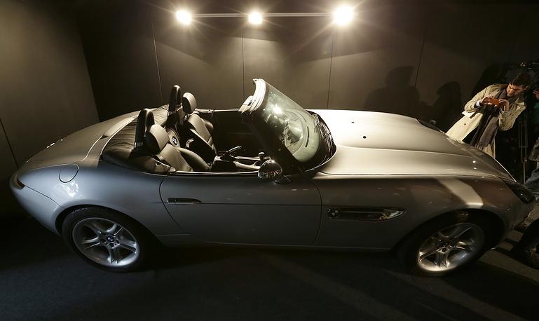 BMW Z8 – автомобиль Джеймса Бонда из фильма «И целого мира мало» (The World Is Not Enough, 1999)