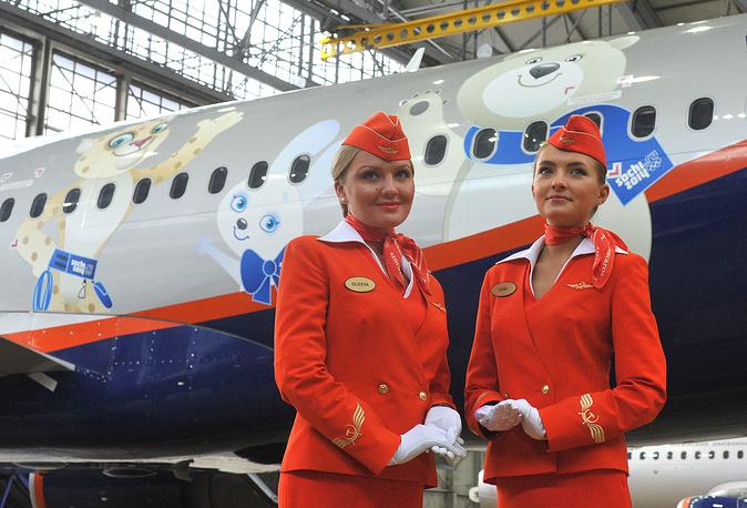 Лидером московского авиационного узла по количеству обслуженных пассажиров Домодедово стало ещё в 2005 году, обогнав Шереметьево. На фото: стюардессы Аэрофлота, 2013 год